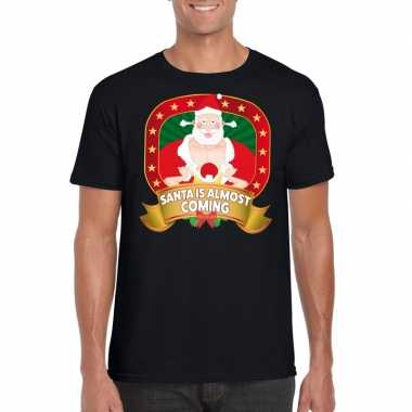 Kerstmis shirt zwart santa is almost coming player kerstman voor man